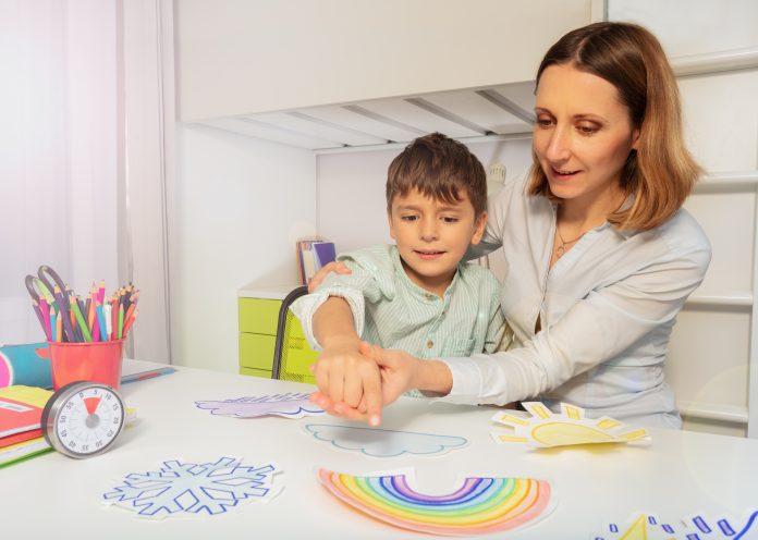 spectre autistique : maman et son fils