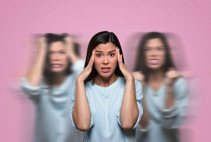 Trouble Bipolaire : femme avec fond rose