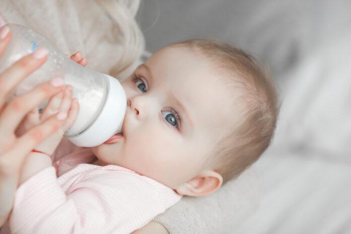 Microparticules de plastiques dans le biberon de bébé