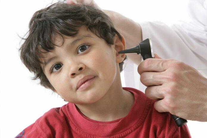 Otite : Enfant chez le docteur