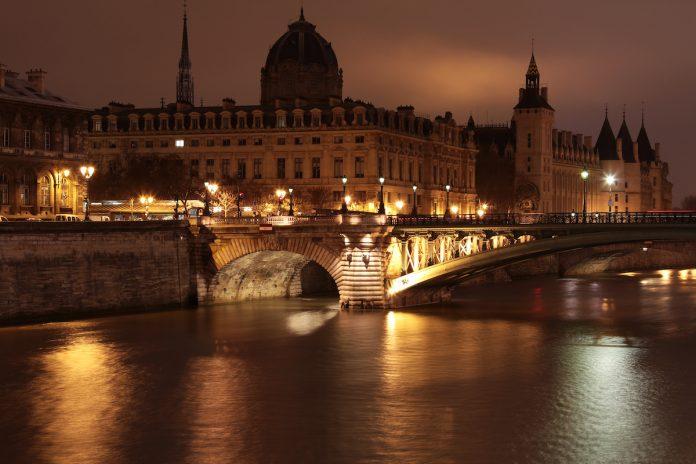 Covid-19 : couvre-feu à 18h pour toute la France