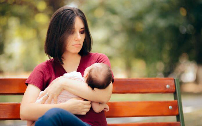 troubles psychiques grossesse et post partum : maman avec petit bébé