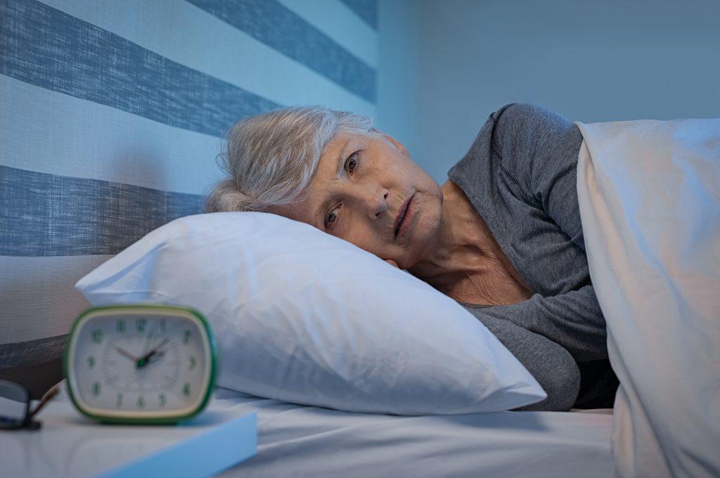 les troubles psychiatriques du sujet âgé : femme au lit