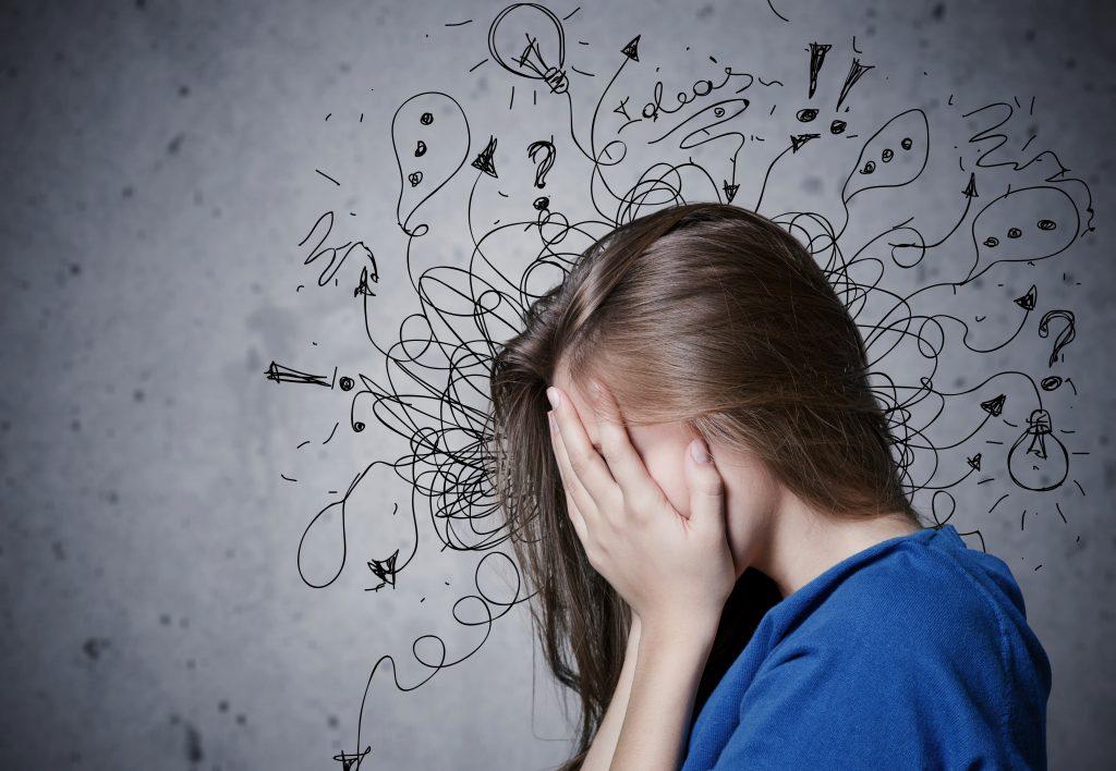 Trouble anxieux généralisé : femme qui reflechie