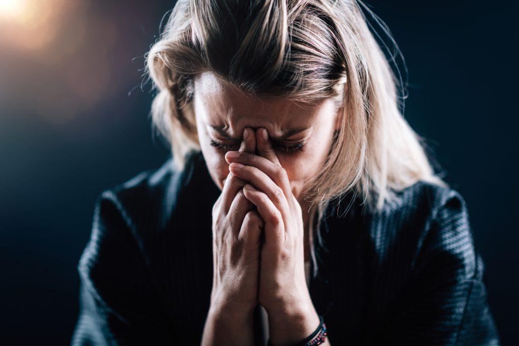 Trouble anxieux généralisé : femme blonde