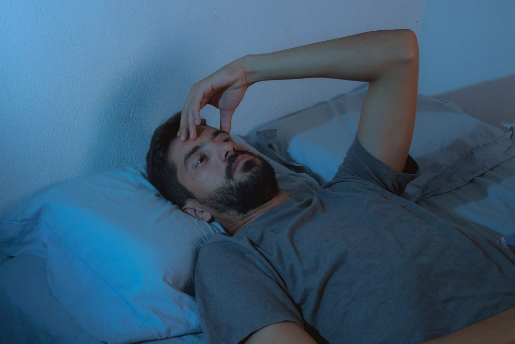 troubles somatoformes : homme au lit