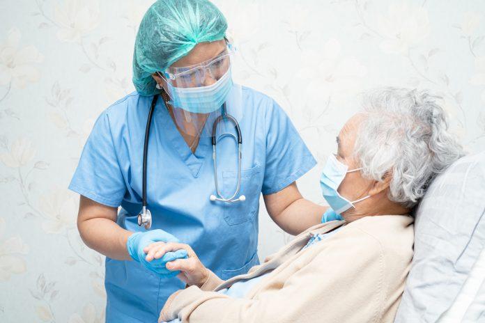 Vaccination des soignants : l'Académie de médecine demande l'obligation