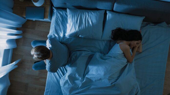 Etat de stress post traumatisme : un couple au lit