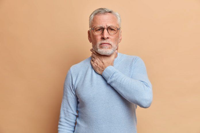 suffocations senior sur fond oranfe