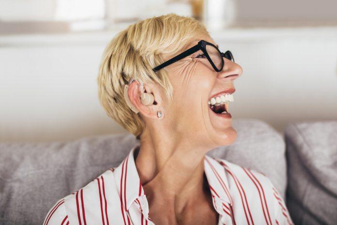 Audition : le boom des appareils auditifs